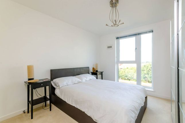 Thumbnail Flat for sale in Guildford Road, Woking
