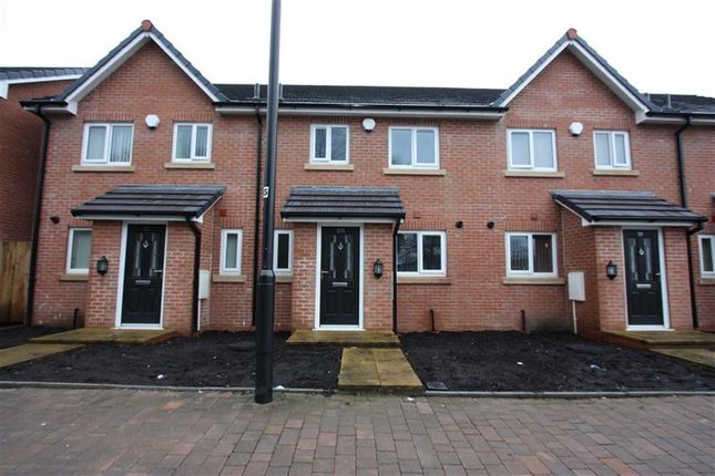 Thumbnail Town house to rent in Thicketford Road, Tonge Moor, Bolton
