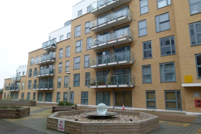 2 bed flat to rent in Woolners Way, Stevenage