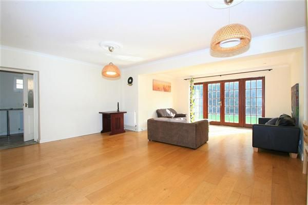 4 bed detached house to rent in Hamlet Square, The Vale NW2, Cricklewood