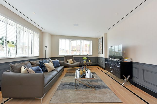 Thumbnail Flat to rent in Chapter Street, London
