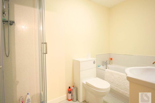 Bathroom of Carver Street, Hockley, Birmingham B1