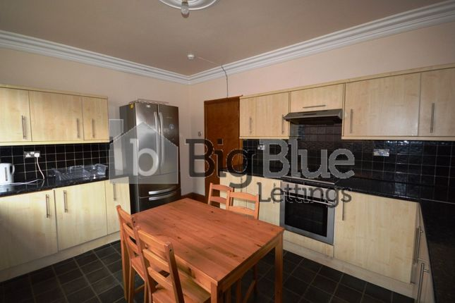 7 bed terraced house to rent in 46 Manor Drive, Hyde Park, Seven Bed, Leeds