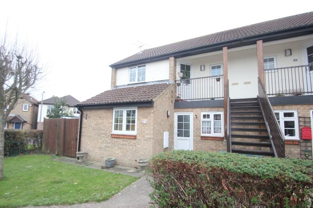 Thumbnail Flat for sale in Moat Rise, Rayleigh