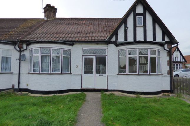 Thumbnail Detached bungalow to rent in Crossway, Enfield