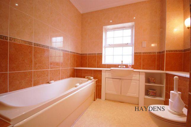 Bathroom of Mallow Walk, St. James Road, Goffs Oak EN7