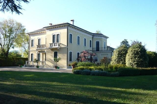 Property for sale in Liberty Villa, Crocetta Del Montello, Veneto