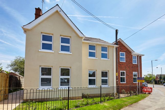 Thumbnail Flat for sale in Hollow Lane, Shinfield, Reading
