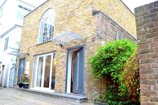 Thumbnail Mews house to rent in Horse Yard, Essex Road, Islington, London