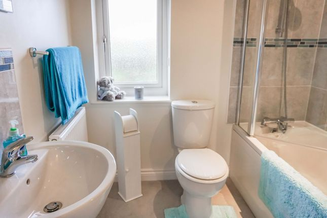 Family Bathroom of Great North Road, Sutton On Trent, Newark NG23