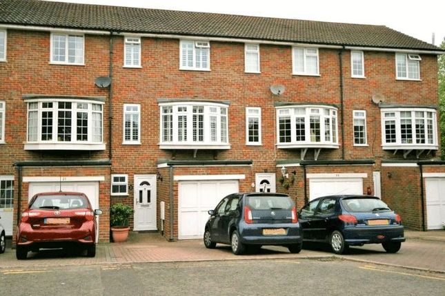 Thumbnail Terraced house to rent in Croft Road, Aylesbury