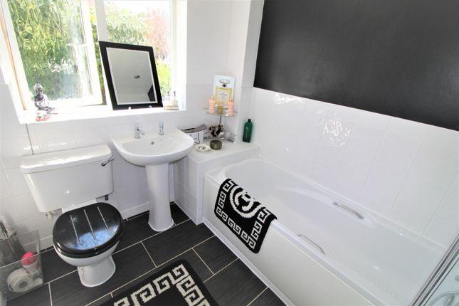 Bathroom of Angelica Court, Bingham NG13