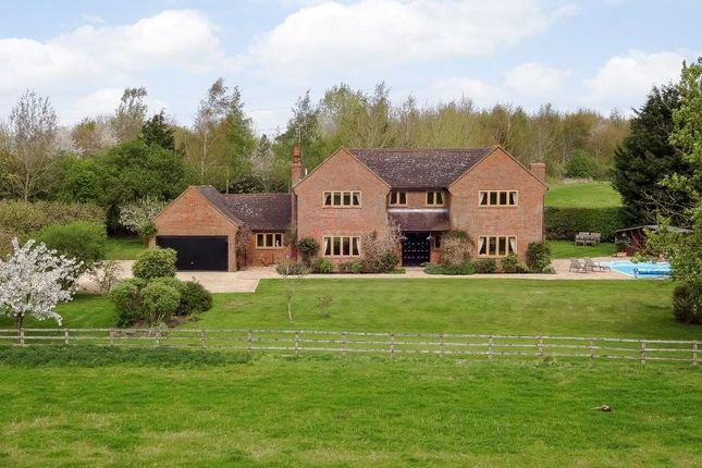 Thumbnail Detached house to rent in Bicester Road, Kingswood, Buckinghamshire
