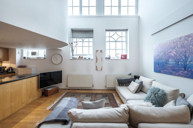 Thumbnail Flat for sale in Highgate Hill, Archway