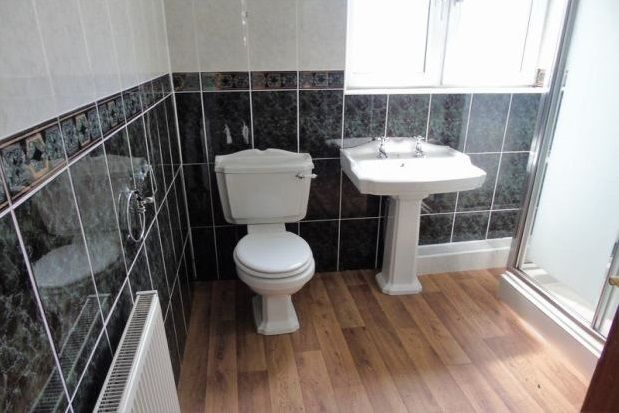 Thumbnail Room to rent in Glendore, Salford