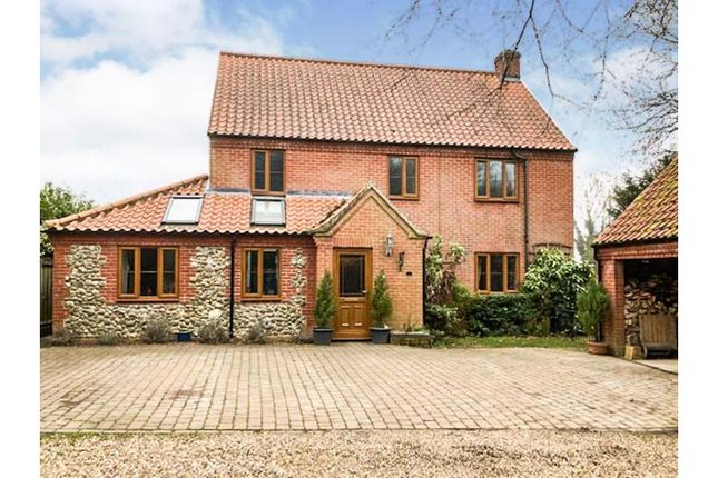 4 bed detached house for sale in Topps Hill Road, Norwich NR11