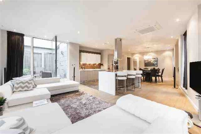 Thumbnail Flat for sale in Palace Street, London
