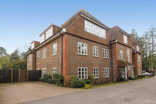 Thumbnail Flat to rent in Evergreen, London Road, Sunningdale