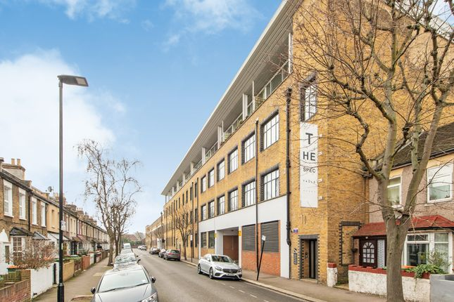 Thumbnail Flat to rent in Jedburgh Road, London