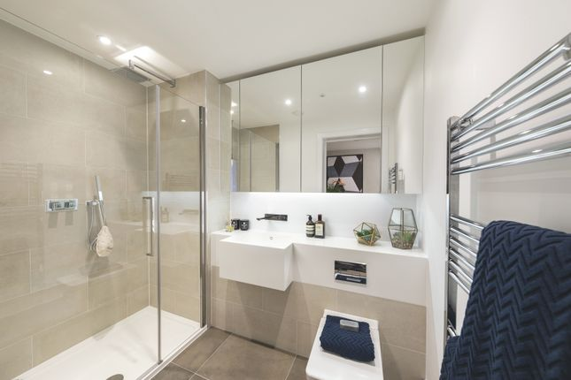 2 bedroom flat for sale in Commercial Street, London