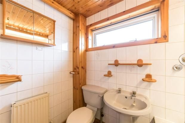 Bathroom of Uist Place, Perth PH1