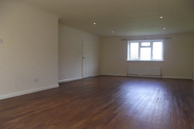 4 bed property to rent in Dewlands Hill, Crowborough