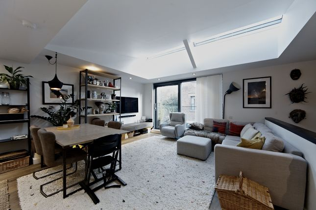 Thumbnail Mews house to rent in Porteus Place, London