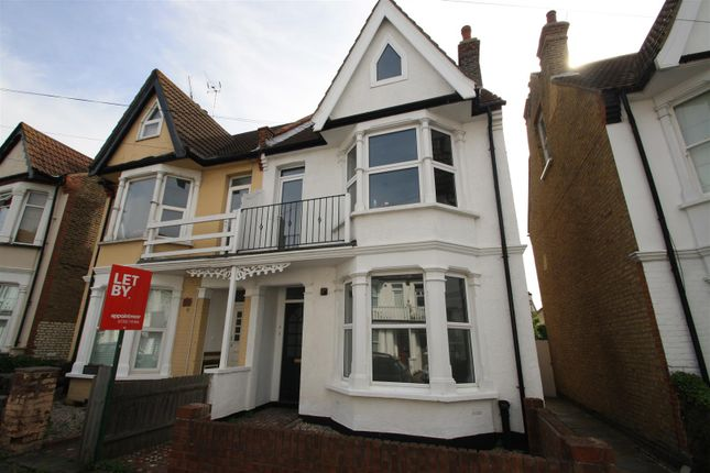 Thumbnail Flat to rent in Alexandra Road, Leigh-On-Sea