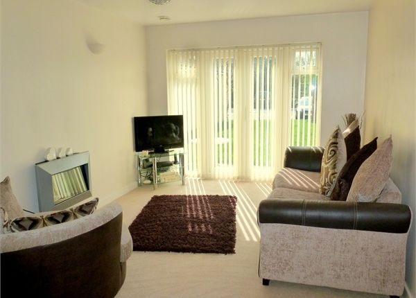 Thumbnail Flat to rent in 580-588 London Road, Langley, Berkshire