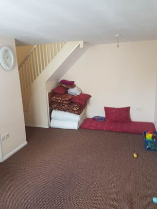 Thumbnail Terraced house to rent in Hawthorn Close, Cranford