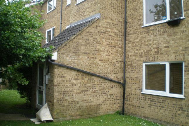 Thumbnail Flat to rent in Droveway, Loughton, Essex