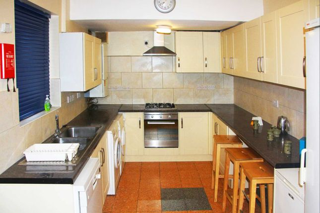 Thumbnail End terrace house to rent in London Road, Earley, Reading