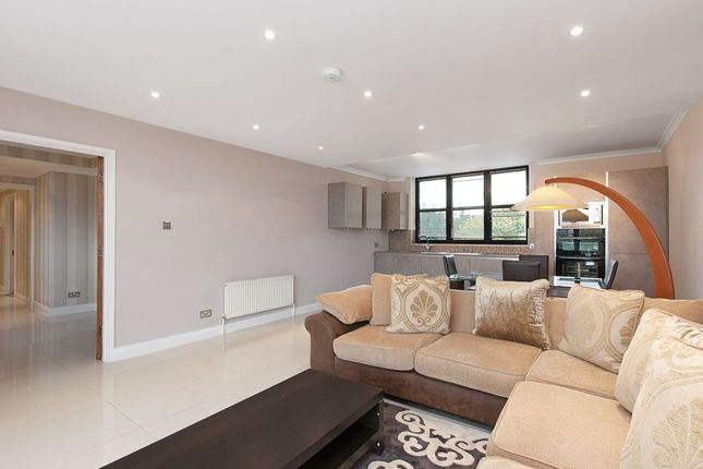 Thumbnail Flat for sale in Anhalt Road, London