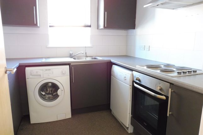 Thumbnail Flat for sale in Moorhead Close, Cardiff