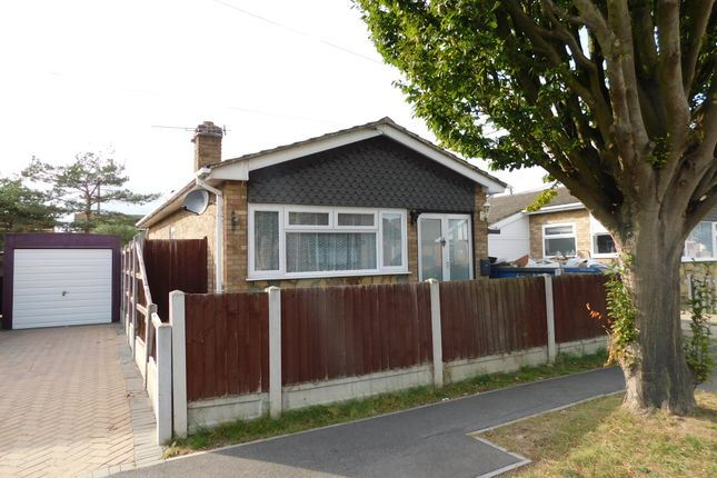 2 bed detached bungalow to rent in Fairlop Avenue, Canvey Island SS8