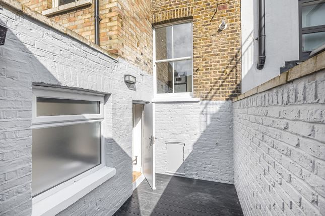 Flat for sale in Seagrave Road, London