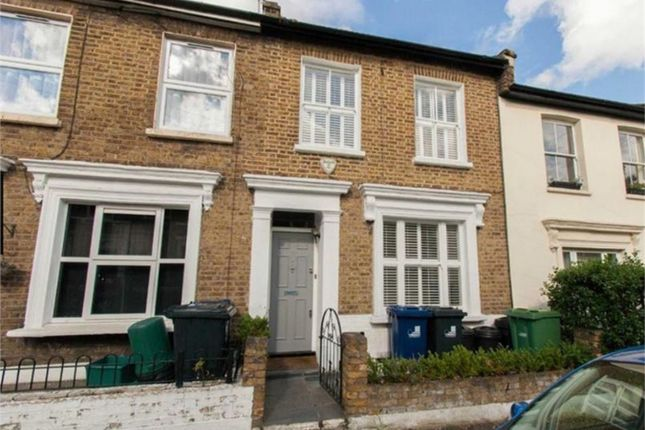 4 bed semi-detached house to rent in Grove Road, London
