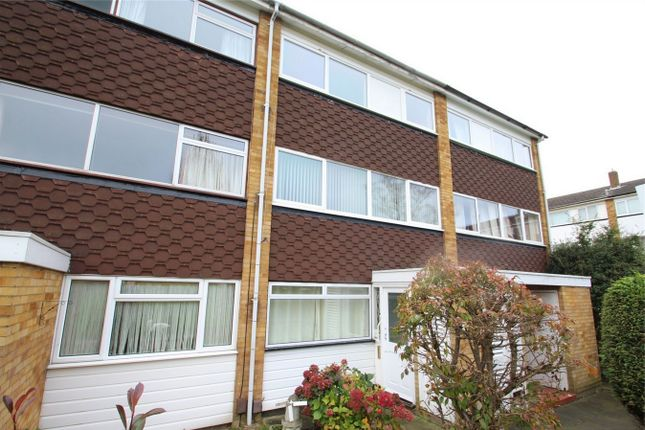 Thumbnail Maisonette to rent in Woodcote Drive, Orpington, Kent