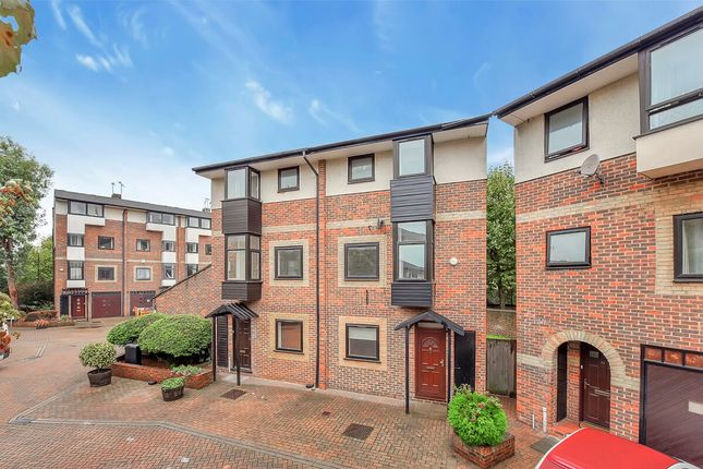 Thumbnail Town house to rent in Ironmongers Place, Canary Wharf E14, Isle Of Dogs, Canary Wharf, Docklands,