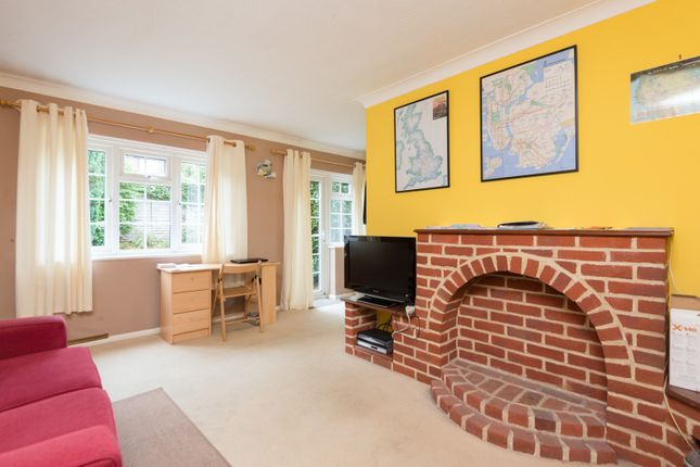 Lounge of Roseacre Close, Canterbury CT2