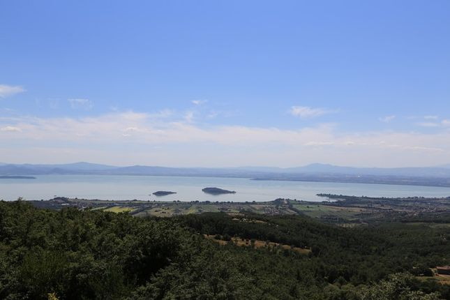 3 bed farmhouse for sale in Vista Al Poggio, Tuoro Sul Trasimeno, Umbria