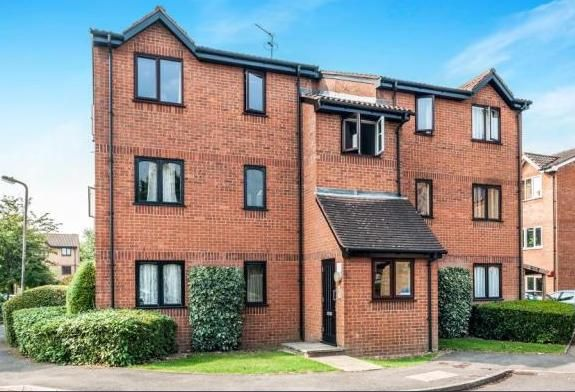 Thumbnail Flat to rent in Courtlands Close, Watford
