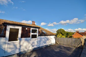 Thumbnail Flat to rent in Worthing Road, Southwater