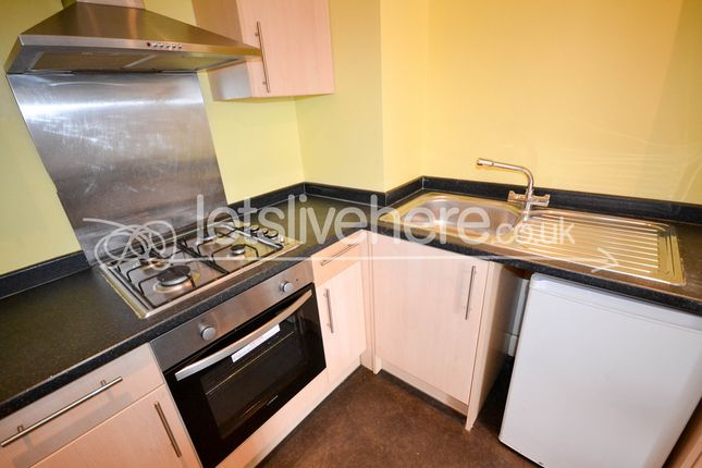 3 bed flat to rent in Tosson Terrace, Heaton, Newcastle Upon Tyne