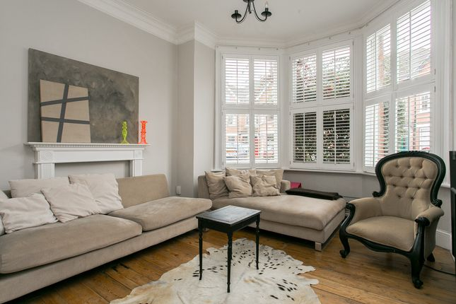 Thumbnail Flat for sale in Pinfold Road, London