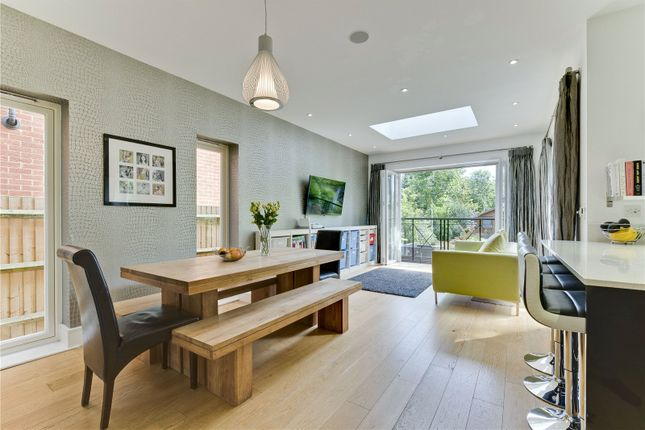 5 bed detached house to rent in Couchmore Avenue, Esher, Surrey KT10