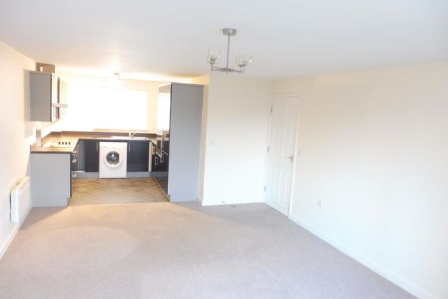Thumbnail Flat to rent in Broadlands View, Pudsey