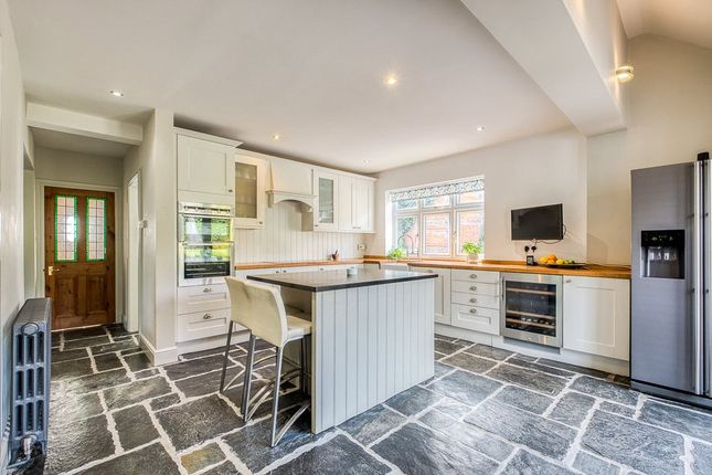 Thumbnail Cottage for sale in Church Road, Claverdon, Warwick