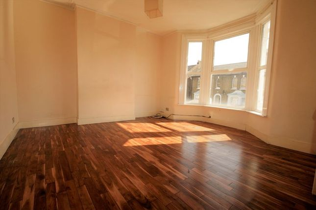Thumbnail Flat to rent in Goldsmith Road, Leyton