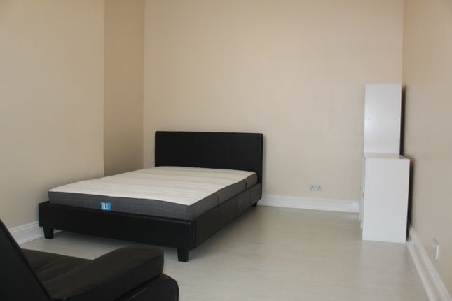 1 bed flat to rent in High Road, North Finchley